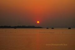 Naplemente a tengeren Mumbainál