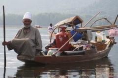 47. Öszzkomfortos csónak a Dal tavon Srinagarban